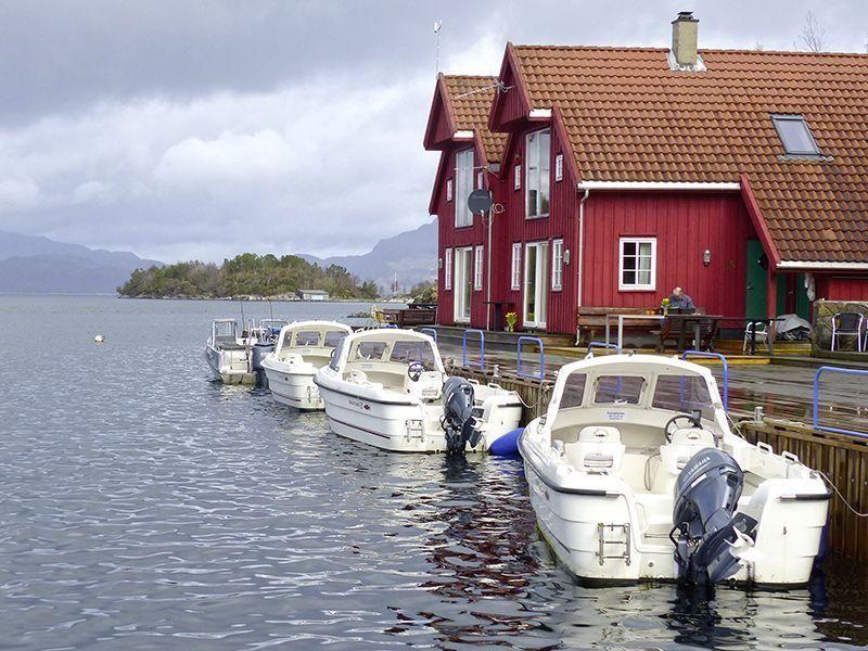 Angelreisen Norwegen 40420-40421 Furre Hytter Ansicht mit Booten