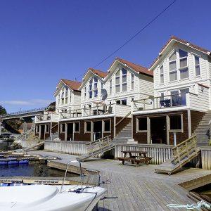Angelreisen Norwegen 41141-41144 Westside Lodge Ansicht mit Boot Überblick