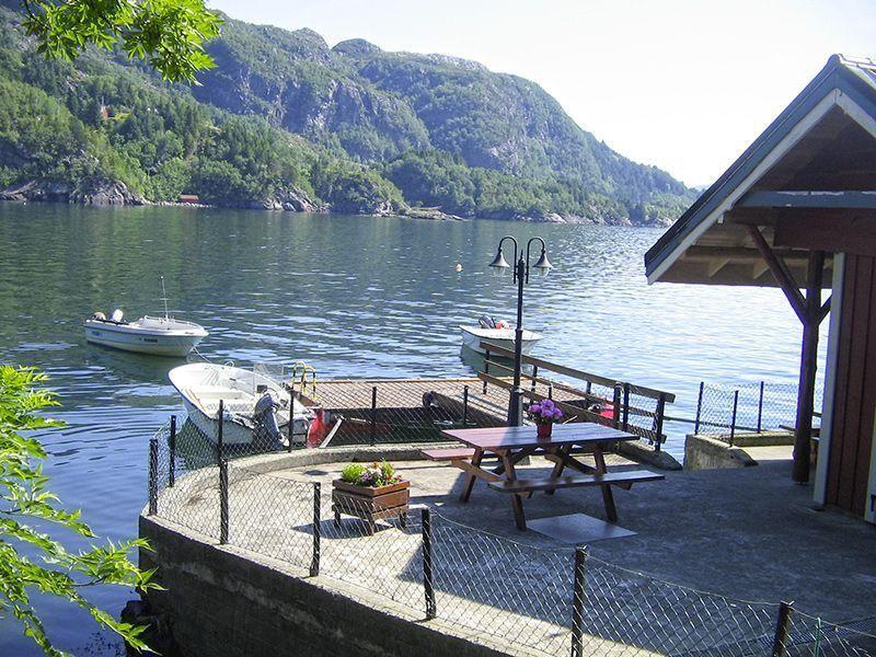 Angelreisen Norwegen 41471-472 Falkevik Hytter Außenanlage