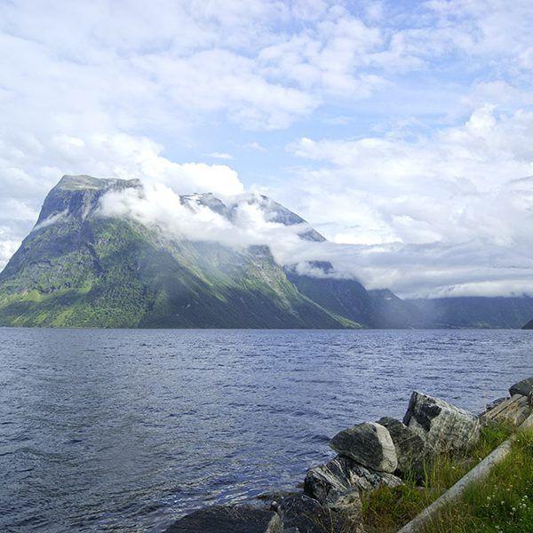 Angelreisen Norwegen 41661-663 Hustadnes Fjordhytter Landschaft Überblick