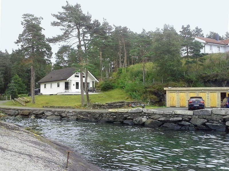 Angelreisen Norwegen 40912 Halsnøy Ansicht vom Wasser