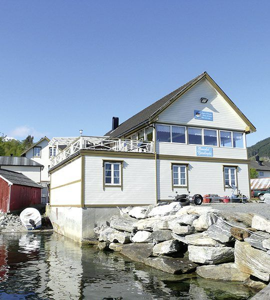 Angelreisen Norwegen 41841-857 Romsdal Fjordlodge Haupthaus