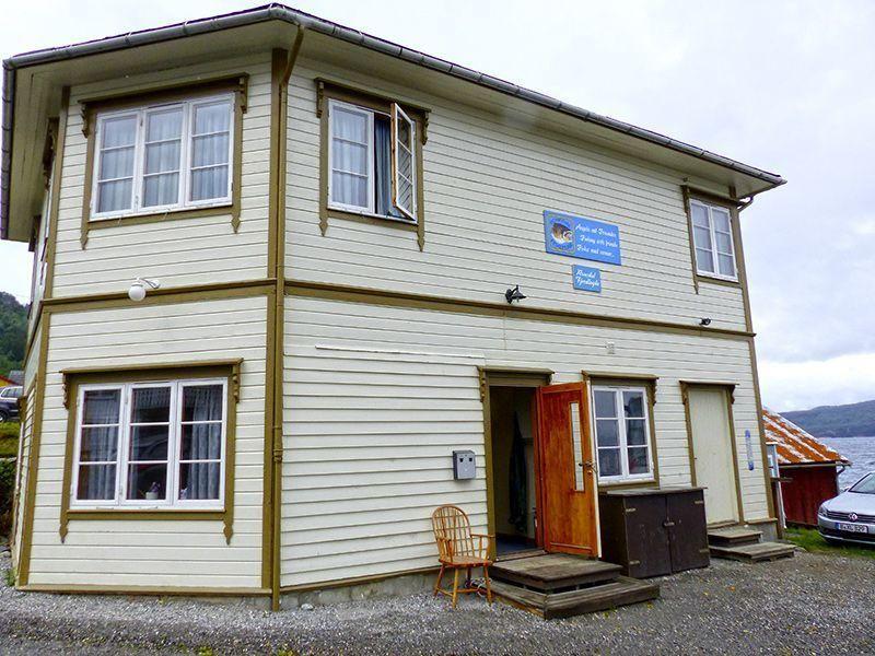 Angelreisen Norwegen 41841-41857 Romsdal Fjordlodge Haupthaus Eingang