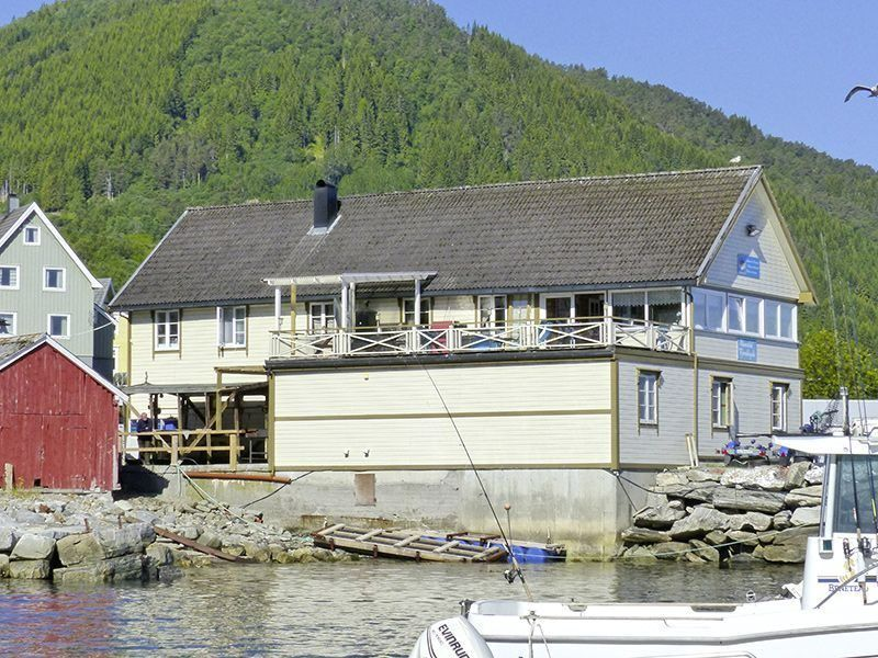 Angelreisen Norwegen 41841-41857 Romsdal Fjordlodge Haupthaus Terrasse
