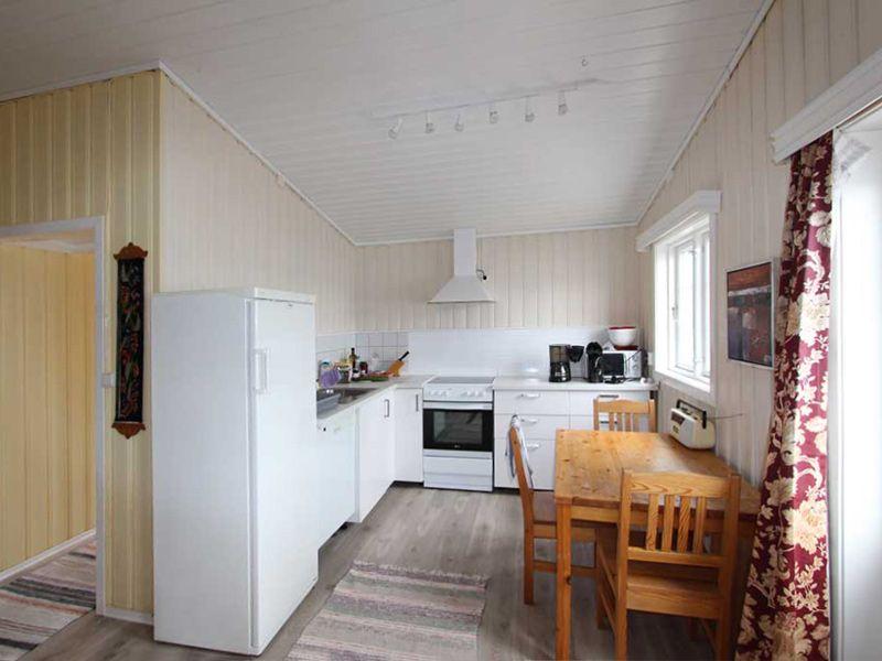 Angelreisen Norwegen 42051 Fjellvær Küche
