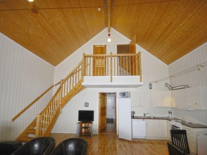 Angelreisen Norwegen 42185-187 Steinsjø Kvenvær Küche+Treppe