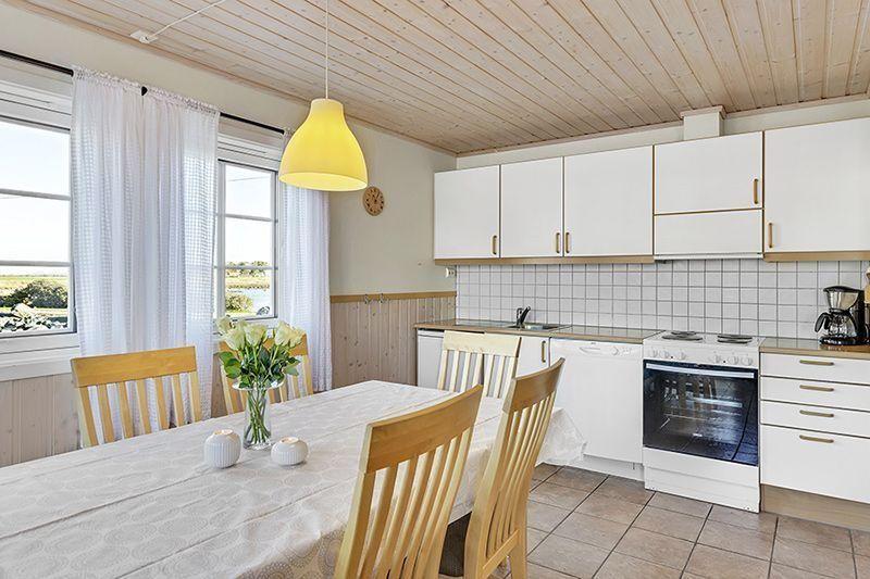 Angelreisen Norwegen 42325-326 Rønsholmen Brygger Küche