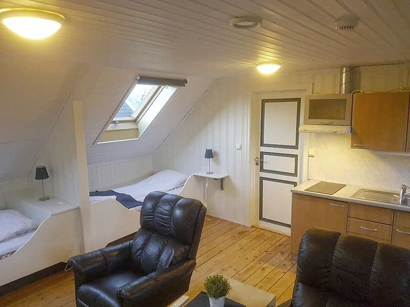 Angelreisen Norwegen 42605-42607 Løvøen Gård Küche + Wohnen + Schlafen