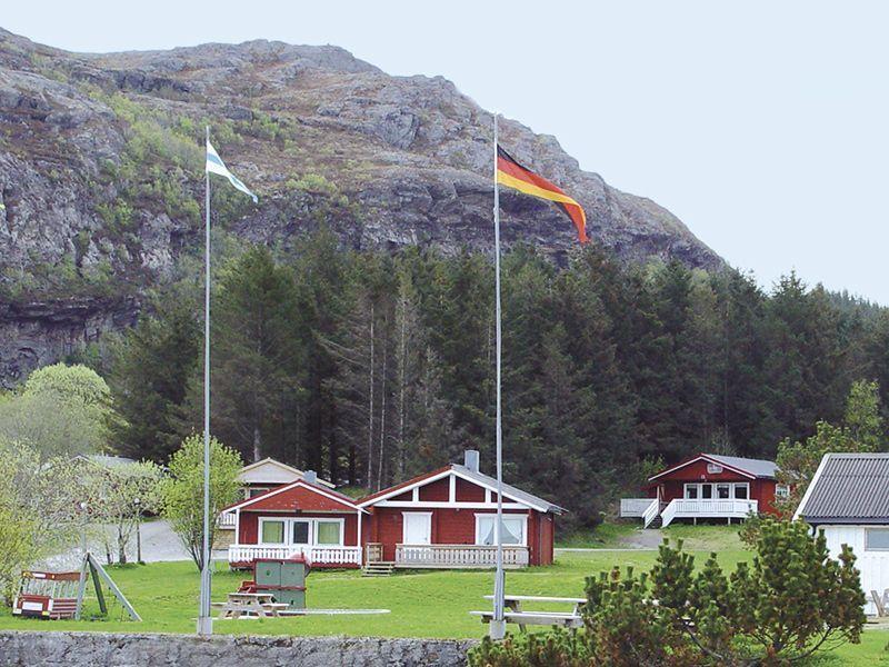 Angelreisen Norwegen 42891-895 Vennesund Brygge Ansicht von der Straße