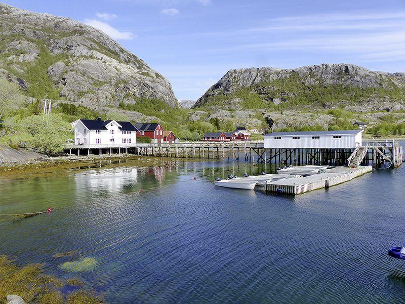 Angelreisen Norwegen 43011-017 Visthus Rorbuer Hafen und Häuser