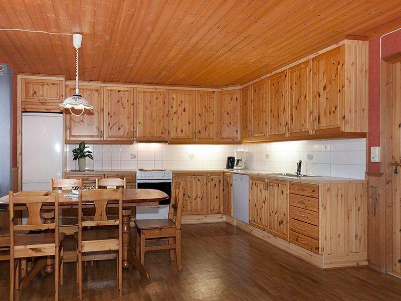 Angelreisen Norwegen 43012 Visthus Rorbuer Küche und Essplatz