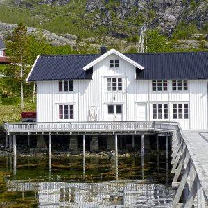 Angelreisen Norwegen 43017 Visthus Rorbuer Ansicht vom Wasser