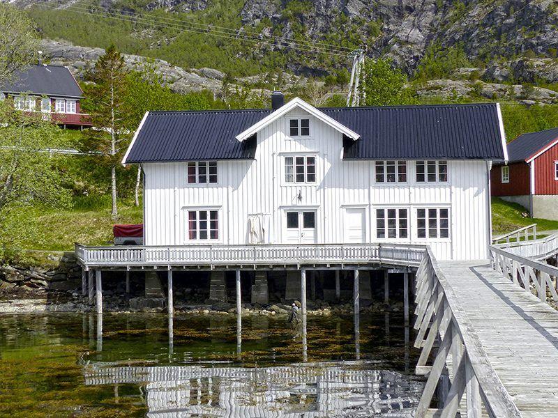 Angelreisen Norwegen 43017 Visthus Rorbuer großes Apartment Ansicht vom Wasser