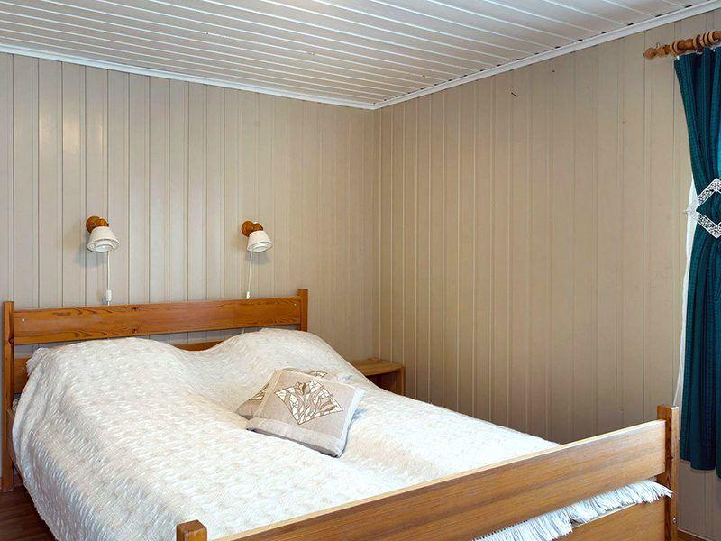 Angelreisen Norwegen 43017 Visthus Rorbuer großes Apartment Schlafzimmer
