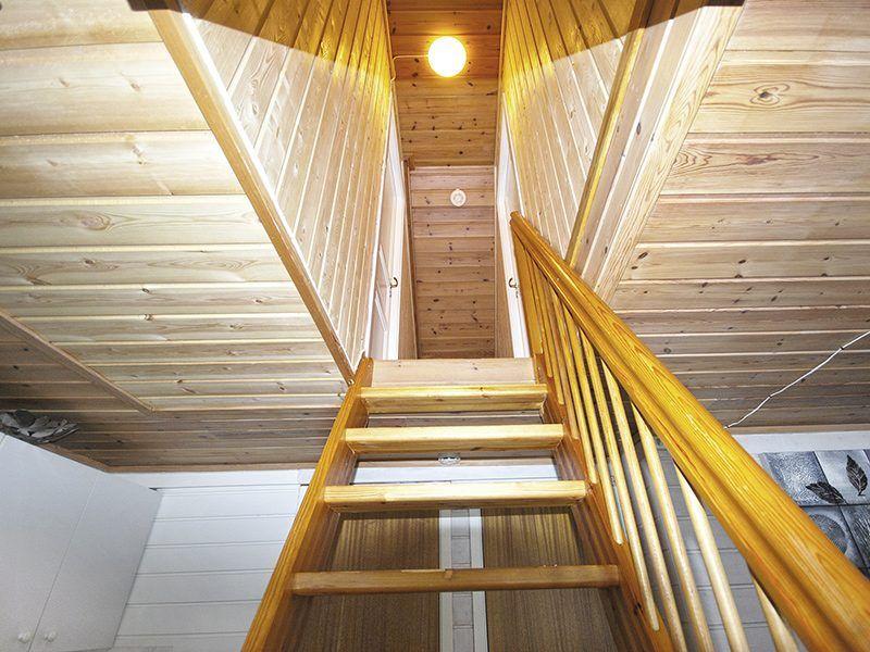 Angelreisen Norwegen 42110-42120 Stadsvik Brygger Treppe zu den Schlafräumen
