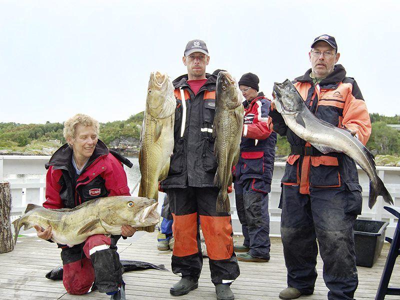 Angelreisen Norwegen 42041-42045 Seaside Apartments Gruppe mit Fisch