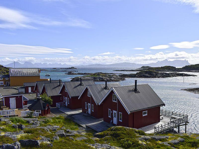 Angelreisen Norwegen 43301-43305 Offersøy Feriesenter Ansicht mit Meer