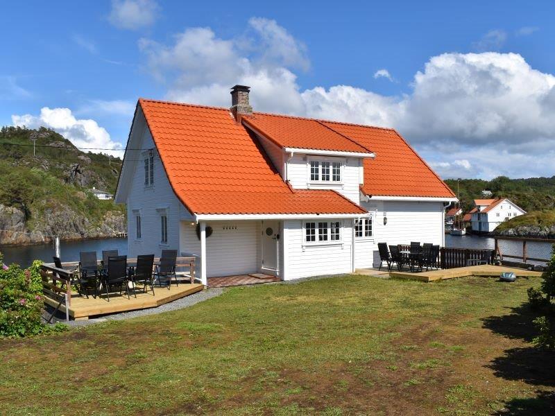 Angelreisen Norwegen 41171-41172 Stangeneset Gjestebrygge Ansicht vom Garten