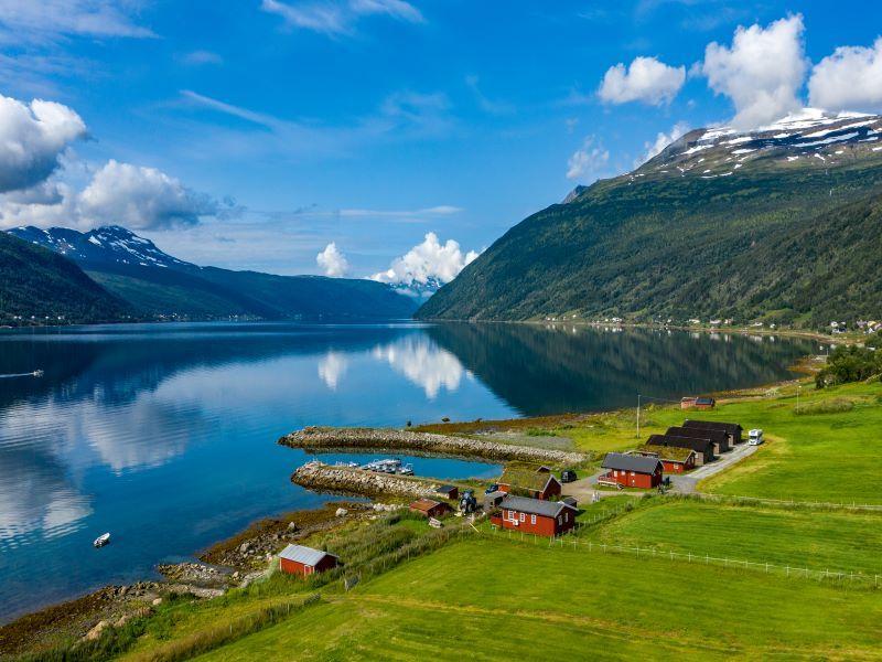 Angelreisen Norwegen 43501-43508 Lavangen Sjøfiske Ansicht zum Fjordausgang