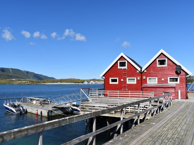 Angelreisen Norwegen 43911-43912 Vannøya Havfiske Ansicht mit Hafen
