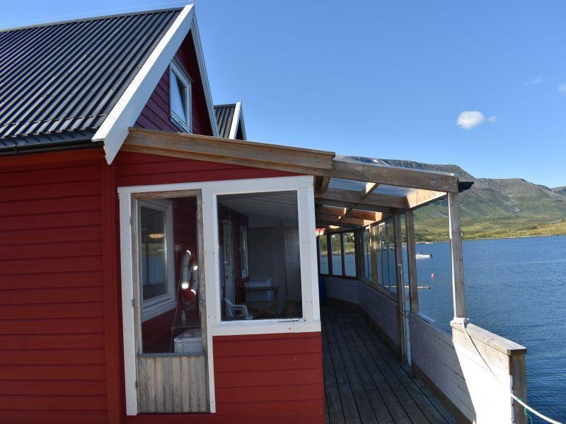 Angelreisen Norwegen 43911-43912 Vannøya Havfiske überdachte Terrasse