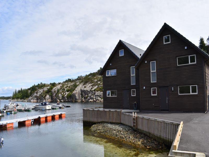 Angelreisen Norwegen 41073 Rorbu Rolfsnes Ansicht mit Eingang