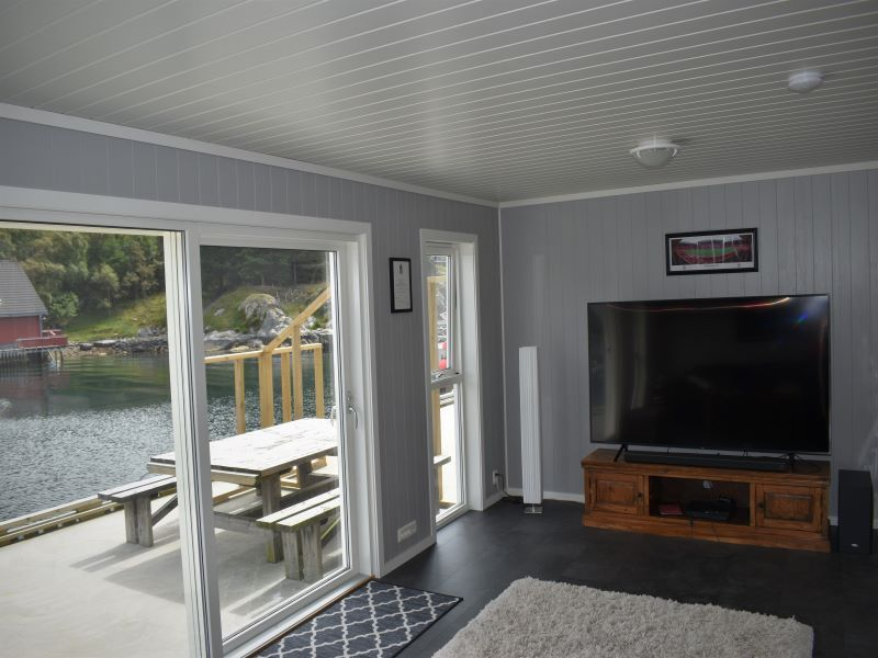 Angelreisen Norwegen 41073 Rorbu Rolfsnes Wohnbereich mit TV