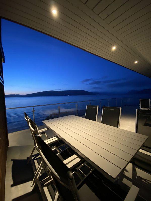 Angelreisen Norwegen 41395-41399 Sognefjord Panorama Terrasse bei Nacht