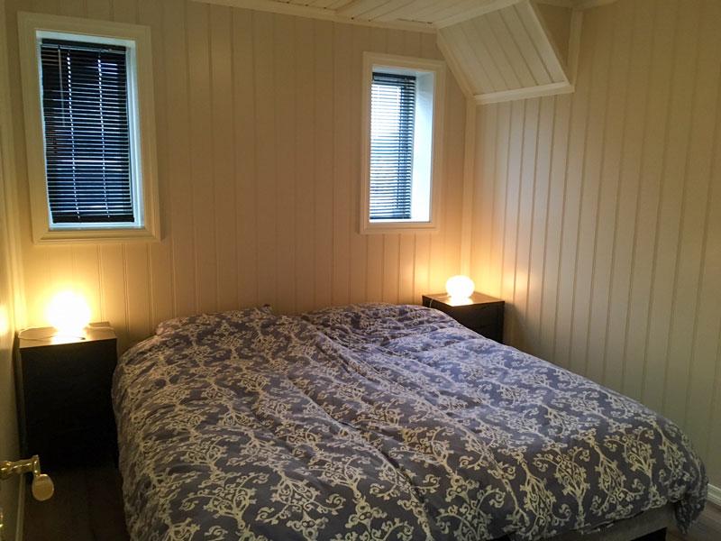 Angelreisen Norwegen 41250 Seehaus Karl Schlafzimmer mit Doppelbett