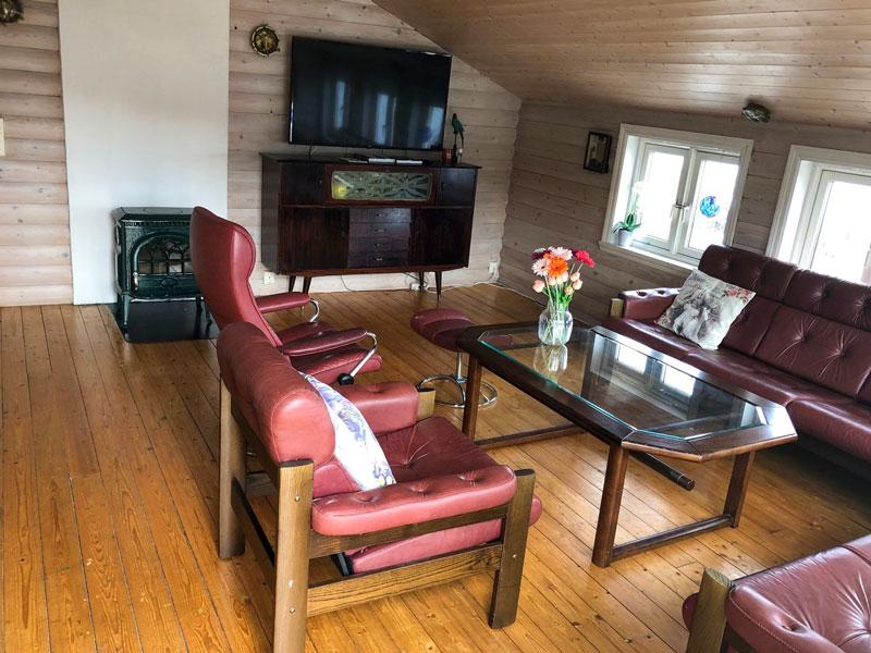 Angelreisen Norwegen 41250 Seehaus Karl Wohnbereich mit TV
