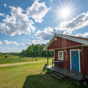 Angelreisen Schweden 7051 Ferienhäuser Urshult Ansicht mit Sonne