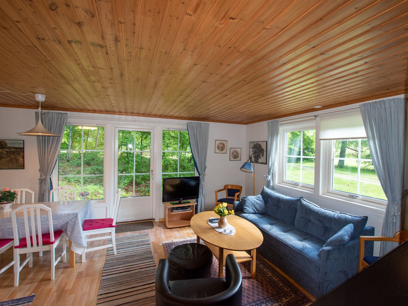 Angelreisen Schweden 7052-7053 Ferienhäuser Urshult Wohnbereich Couch