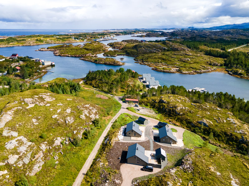 Angelreisen Norwegen 41961-41963 Gaupsundet Feriehytter Cottage Ansicht mit Wasser